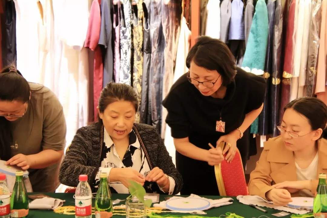 Artisans At Work: Empresses of China's Forbidden City
